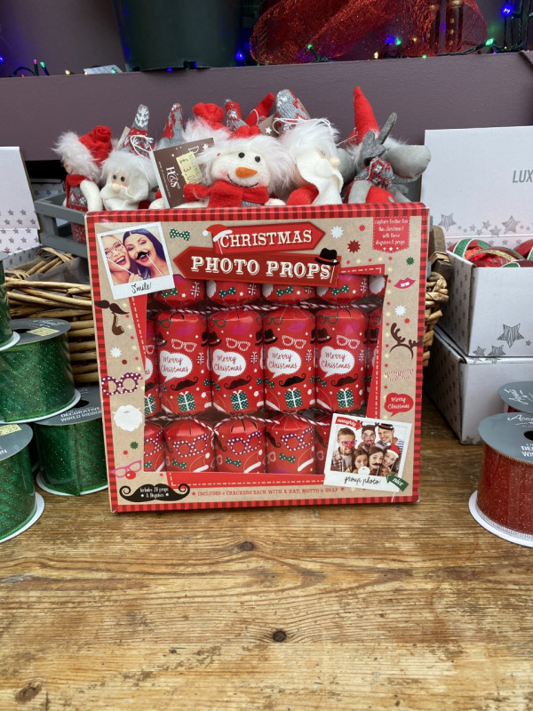 6 Christmas photo prop crackers