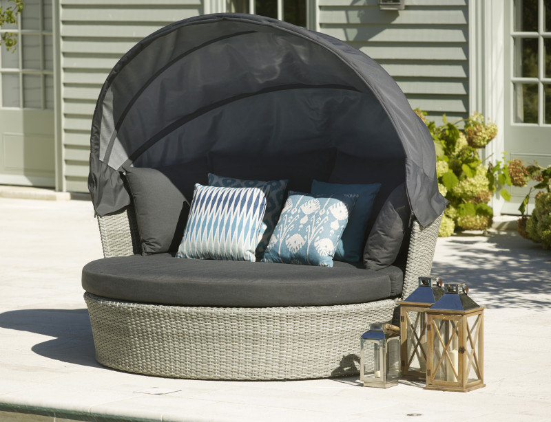 Bramblecrest Daybed With Canopy - Ex Display
